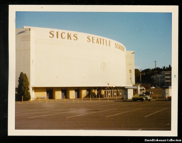 phoca_thumb_l_1975_sicks_stadium